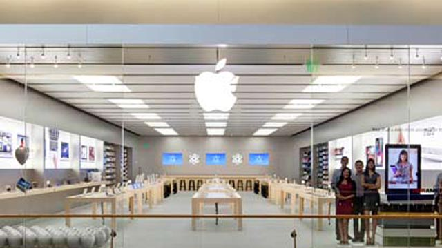Click here to read Bad Apple Store Genius Stole $16,000 in iPhones