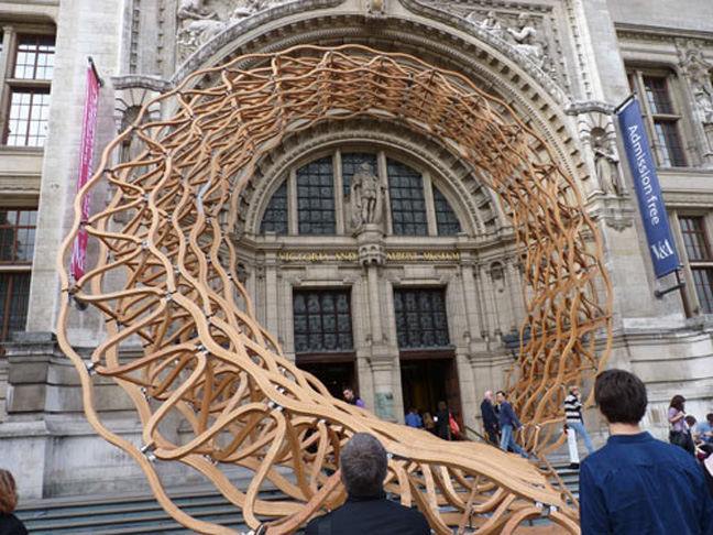 VAoak1 Architects Create Stunning American Oak Entrance Lattice Installation Work For V&A Museum Entrance