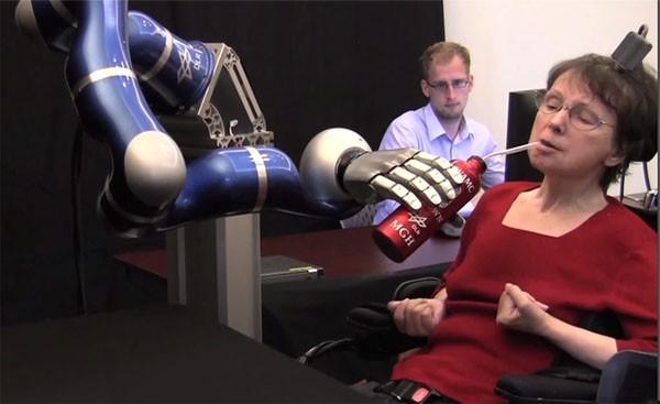 braingate2-mind-controlled-robot-arm